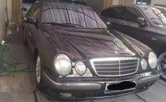 Jual mobil Mercedes-Benz E-Class 260 2001 dengan harga murah di DKI Jakarta