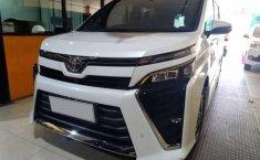 Jawa Timur, Toyota Voxy 2018 kondisi terawat