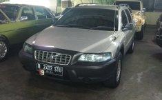 Jual mobil Volvo V70 XC 2002 dengan harga murah di DKI Jakarta