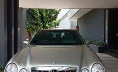 Jual mobil bekas Mercedes-Benz E-Class E 260 2002 harga murah di Jawa Barat