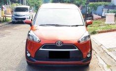 Dijual mobil bekas Toyota Sienta V, Banten