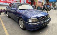 Mobil Mercedes-Benz C-Class 1994 terbaik di Sumatra Utara