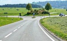 Cara Aman Belok di Persimpangan Jalan yang Tidak Dilengkapi Lampu Lalu Lintas