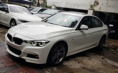 Jual mobil BMW 3 Series 330i 2016 terawat di DKI Jakarta