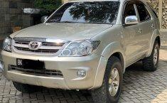 Jual mobil Toyota Fortuner V 2005 dengan harga murah di Sumatra Utara