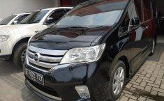 Jual mobil bekas murah Nissan Serena Highway Star AT 2013 di Jawa Barat