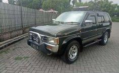 Mobil Nissan Terrano 2002 terbaik di Jawa Barat