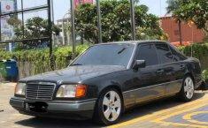 Jual cepat Mercedes-Benz E-Class E 220 1995 di DKI Jakarta