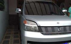 Mobil Toyota Voxy 2004 dijual, Jawa Barat