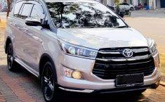 Jual mobil bekas murah Toyota Venturer 2017 di DKI Jakarta