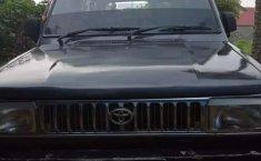 Mobil Toyota Kijang 1990 dijual, Sumatra Barat