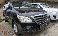 Jual mobil Toyota Kijang Innova E 2.0 MT 2014 terawat di Jawa Barat