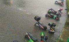 Ini Cara Tetap Aman Melewati Banjir dengan Mobil