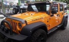 Mobil Jeep Wrangler 2011 Sahara dijual, Jawa Timur