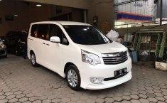 Jawa Barat, Toyota NAV1 V Limited 2017 kondisi terawat