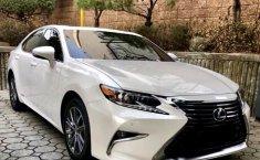 Mobil Lexus ES 300h Hybrid 2016 dijual, Jawa Timur