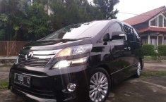 Jawa Barat, Toyota Vellfire ZG 2012 kondisi terawat