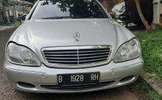 Jual mobil Mercedes-Benz S-Class S 320 L 2001 harga murah di Jawa Barat