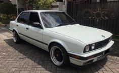 Jual mobil BMW 3 Series E30 318i 1990 dengan harga murah di Jawa Timur