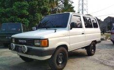 Mobil Toyota Kijang 1988 terbaik di Jawa Barat