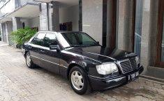 Jual mobil bekas murah Mercedes-Benz E-Class E 220 1996 di DKI Jakarta