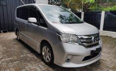 Jual mobil Nissan Serena Highway Star 2014 bekas di Jawa Barat