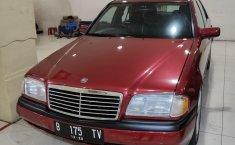Dijual mobil Mercedes-Benz C-Class C200 1995 harga murah, DKI Jakarta