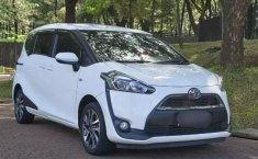 Jual mobil  Toyota Sienta 1.5 V 2017 terawat di Banten