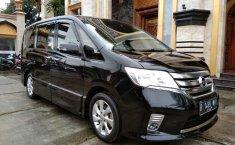 Jual mobil Nissan Serena Highway Star 2014 terawat di Jawa Barat