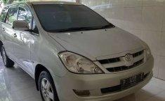 Mobil Toyota Kijang Innova 2005 2.0 G terbaik di Jawa Timur