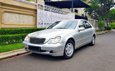 Jual mobil bekas murah Mercedes-Benz C-Class C200 W203 2002 di Banten
