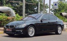 Jual mobil BMW 3 Series 320i Luxury F30 2015 terawat di DKI Jakarta
