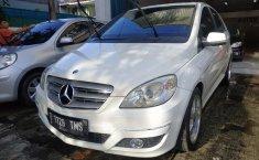 Jual mobil bekas Mercedes-Benz B-CLass B 180 AT 2009 dengan harga murah di DKI Jakarta