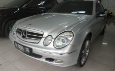 Jual Cepat Mobil Mercedes-Benz E-Class 280 E 2003 di Bekasi