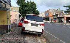Jangan Terlalu Sering Parkir Mobil Di Tempat Miring, Ini Dampaknya
