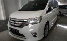 Jual mobil Nissan Serena Highway Star AT 2013 dengan harga murah di Jawa Barat