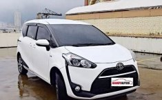 Jual cepat mobil Toyota Sienta 1.5 V 2017 di DKI Jakarta
