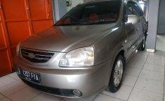 Jual mobil Kia Carens II 1.8 Automatic 2005 harga murah di Jawa Barat