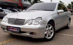 Jual mobil Mercedes-Benz C-Class C 240 2003 murah di Banten