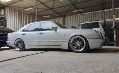 Jual Mercedes-Benz E-Class E 320 1996 harga murah di DKI Jakarta