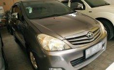 Jual mobil Toyota Kijang Innova 2.0 E 2011 terbaik di DIY Yogyakarta