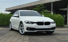 Dijual cepat mobil BMW 3 Series 320i Sport Shadow 2019, DKI Jakarta