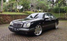 Jual cepat Mercedes-Benz E-Class E 230 1998 di DKI Jakarta