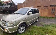 Mobil Isuzu Panther 2005 LS terbaik di Jawa Tengah