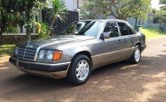 Dijual Cepat Mercedes-Benz 220E 2.2 Manual 1993 di DKI Jakarta