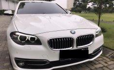 Dijual cepat mobil BMW 5 Series 528i Luxury Lci Facelift 2015, Jawa Timur