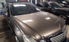 Dijual Cepat Mobil Mercedes-Benz E-Class E 300 2009 di DKI Jakarta