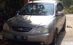 Jual mobil bekas murah Kia Carens 2004 di Jawa Timur