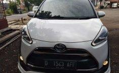 Mobil Toyota Sienta 2017 Q terbaik di Jawa Barat
