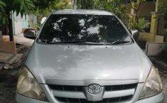 Jawa Timur, jual mobil Toyota Kijang Innova 2.0 G 2004 dengan harga terjangkau